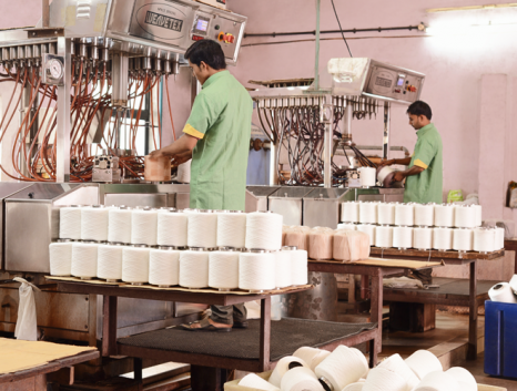 Yarn dyeing at our linen manufacturer